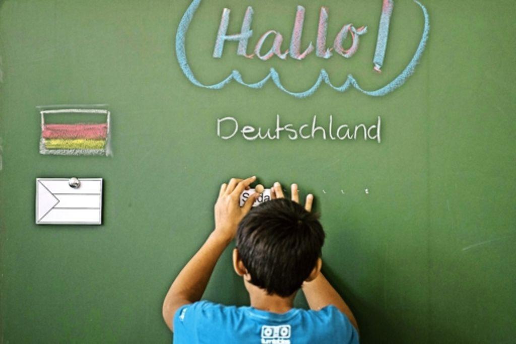 In Vorbereitungsklassen lernen Flüchtlinge in erster Linie  die deutsche Sprache. Foto: dpa