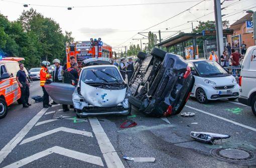 Drei Verletzte bei Karambolage mit sechs Fahrzeugen