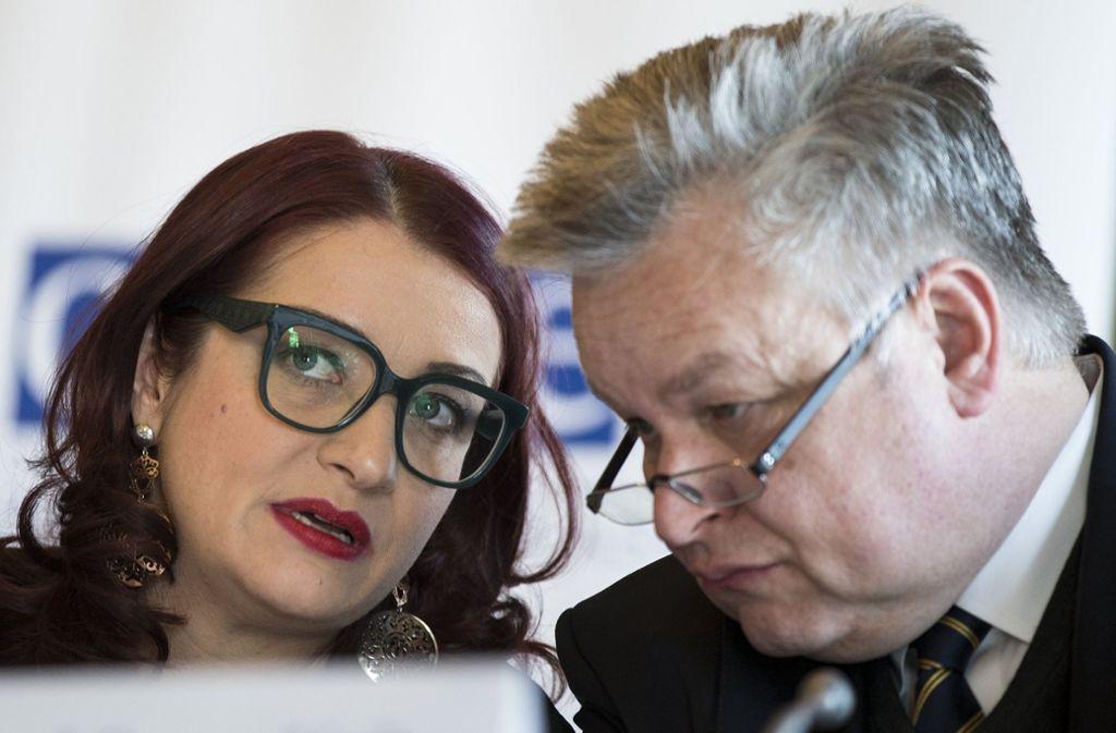 Marietta Tidei und  Michael Link von der OSZE am Montag in Moskau. Foto: AP