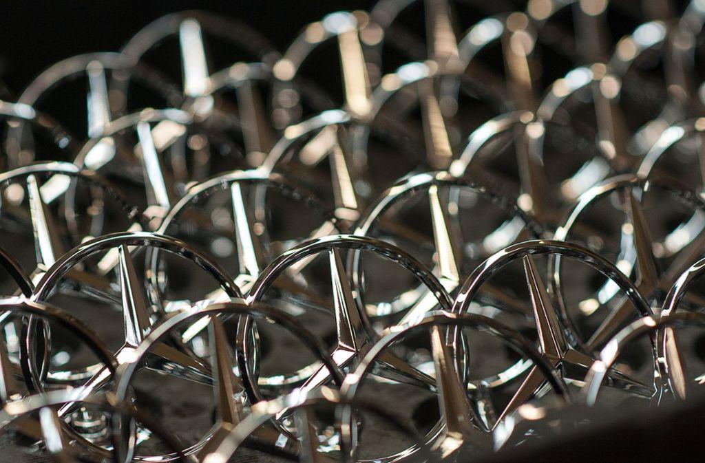 Der Autobauer Daimler soll einen Schaden von rund 1,3 Millionen Euro erlitten haben (Symbolbild). Foto: dpa/Larissa Schwedes