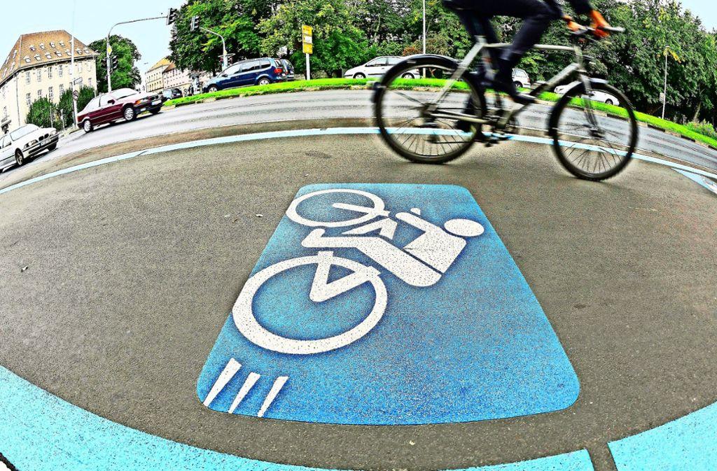 Vier Meter breit und kreuzungsfrei, so soll ein Radschnellweg grundsätzlich Durchschnittsgeschwindigkeiten von 20 Kilometern pro Stunde möglich machen. Foto: dpa