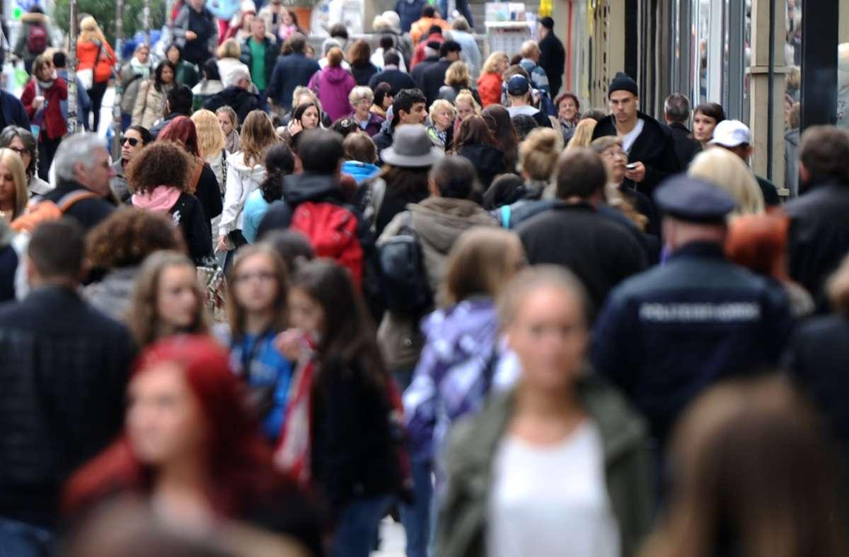 Das Statistische Landesamt hat neue Daten zur Bevölkerungsstruktur in Baden-Württemberg veröffentlicht. (Symbolbild) Foto: picture alliance / dpa/Daniel Bockwoldt