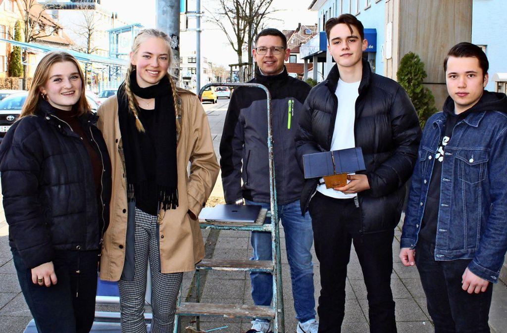 Artem Iegorov (rechts) hat das Messgerät selbst gebaut. Foto: Jacqueline Fritsch
