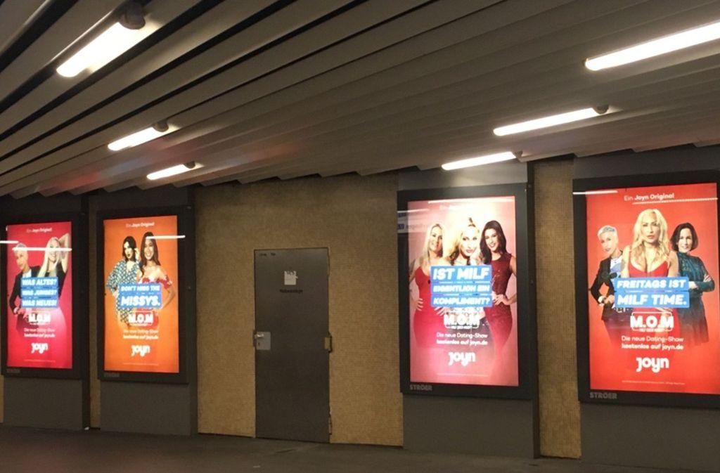 Frauen nehmen Anstoß an dieser Plakatkampagne in Stadtbahnhaltestellen. Foto: Grüne/privat
