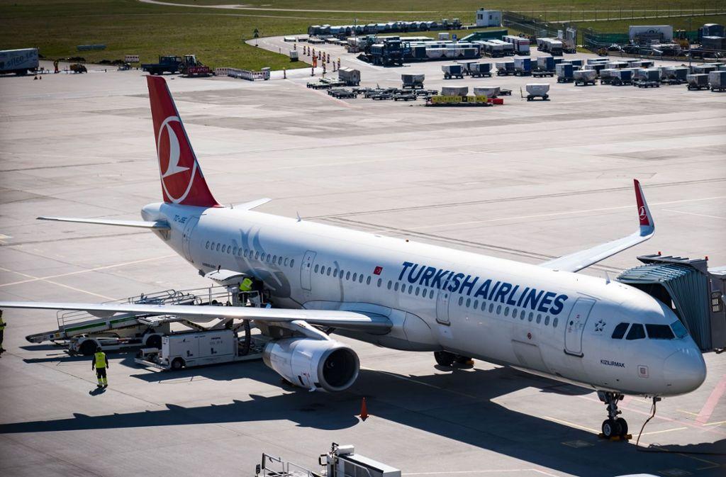 Erste Flugverbindungen werden am Stuttgarter Flughafen in der Corona-Krise wieder aufgenommen. (Archivbild) Foto: Lichtgut/Achim Zweygarth
