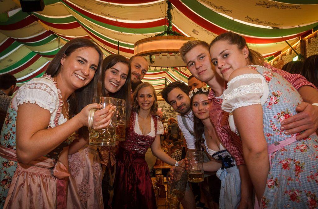 Die Studenten nutzten den Feiertag auf dem Stuttgarter Frühlingsfest. Foto: 7aktuell.de/Daniel Boosz