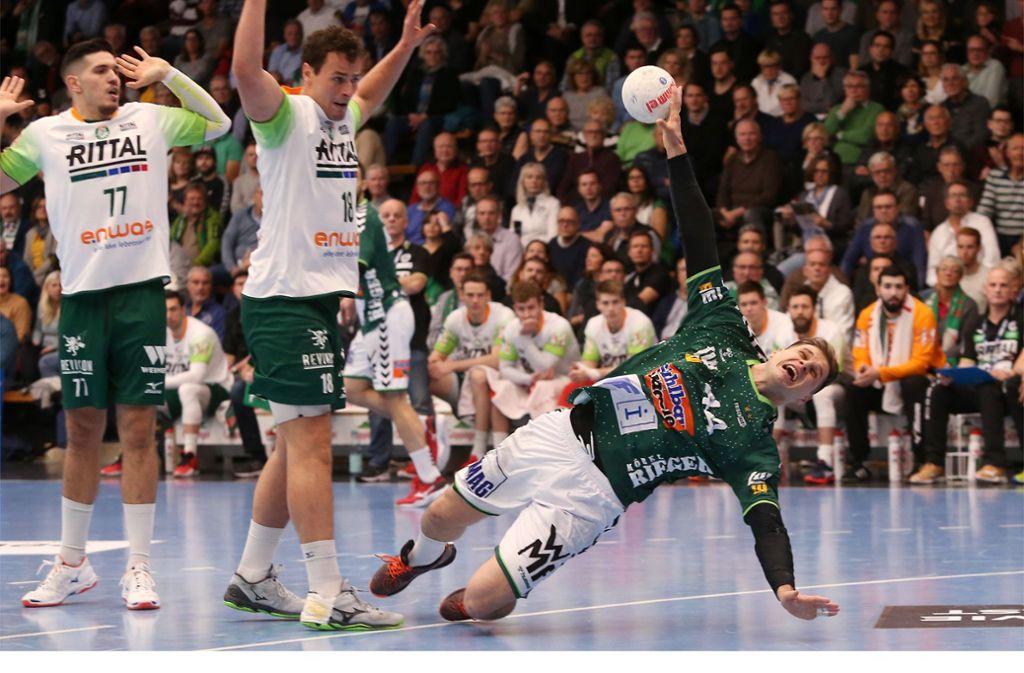 Überragend gegen die HSG Wetzlar: Kreisläufer Kresimir Kozina wirft sechs Tore, holt Siebenmeter und Zeitstrafen heraus. Foto: Baumann