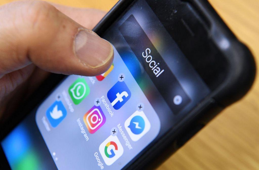 Wer den Besitzer eines gefundenen Gegenstands bei Facebook sucht, könnte Probleme bekommen. Foto: AFP