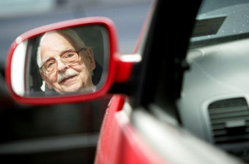 87-Jähriger überfährt Ehefrau bei Einfahrt in Parkhaus