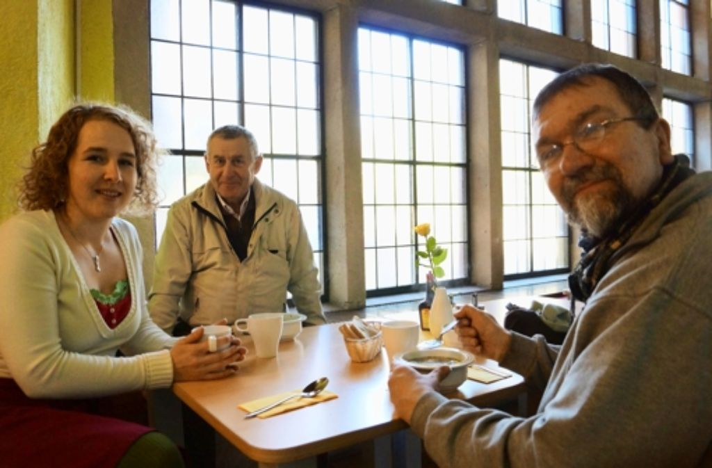 Diakonin Linda Gugelfuß, Joachim Rieckhoff und Thomas Stalp im Martinscafé. Foto: fri