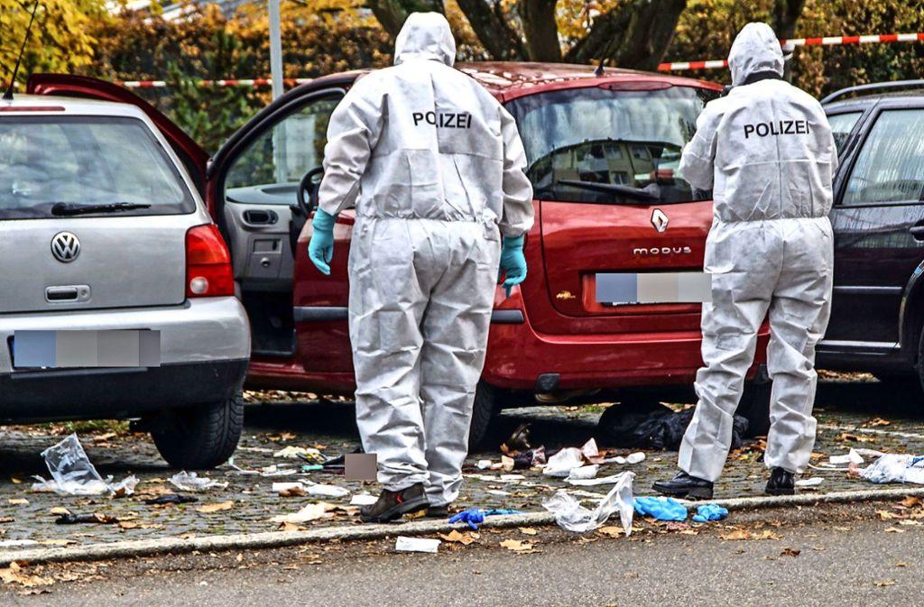 Auf einem Parkplatz in Sindelfingen lauerte der 60-Jährige seiner Frau auf, zerrte sie aus dem Auto und stach zu. Foto: SDMG