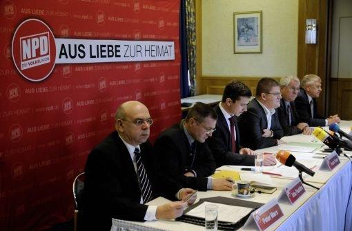 """Die Partei werde """"auf dem Weg zum Verbot die Propaganda steigern"""", sagte der Landesvorsitzende der NPD im Saarland, Udo Pastörs (links). Foto: dapd"""