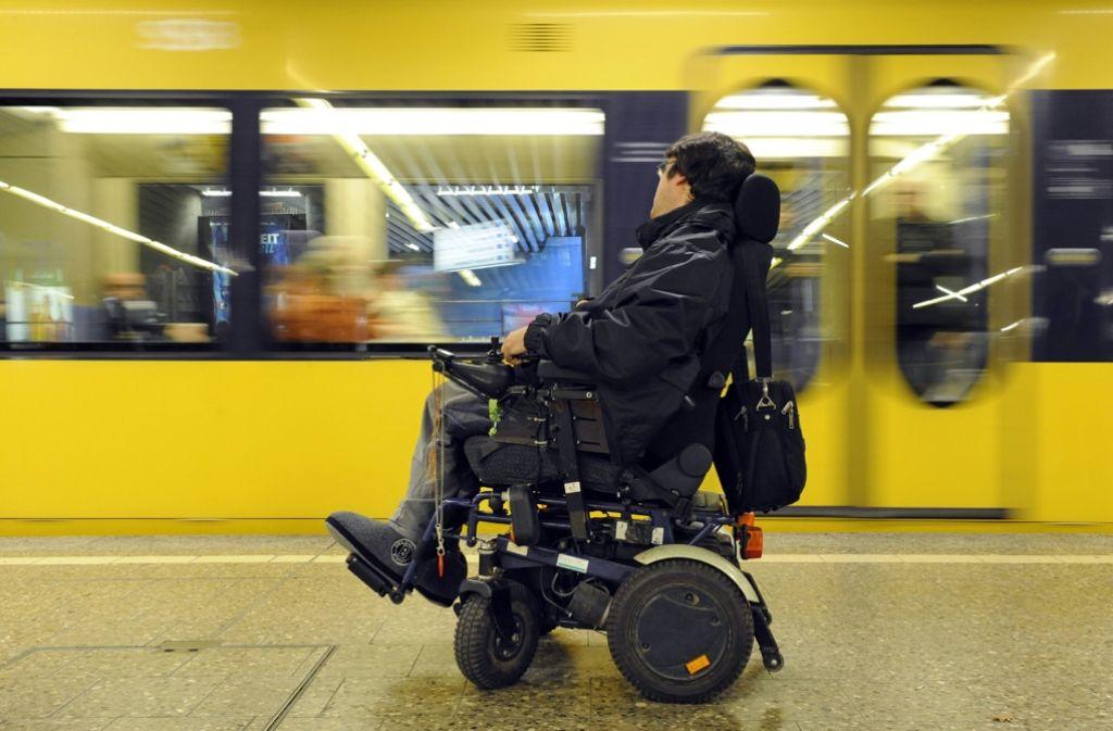 Der CDU Bad Cannstatt geht es in ihrem Antrag um den barrierefreien Zugang – beispielsweise für Rollstuhlfahrer – in die Stadtbahn an der Haltestelle Kienbachstraße. Foto: dpa