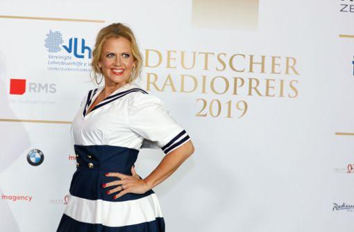 Moderatorin startet ihre Show auf Antenne 1
