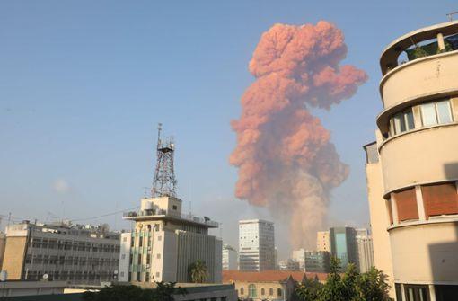 Heftige Explosion am Hafen von Beirut - Spekulation über Ursache