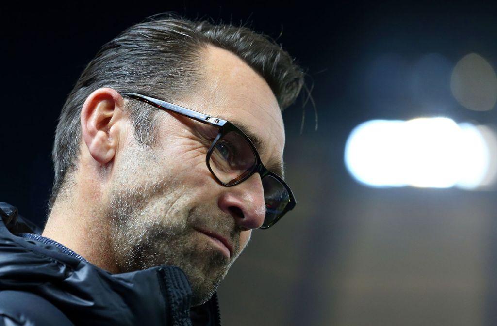 Hertha BSC will den Konflikt mit einem Teil der Anhänger entschärfen. Eine Fan-Gruppe dagegen sorgte mit Anzeigen gegen die Polizei in Dortmund und Hertha-Manager Michael Preetz für neue Brisanz. Foto: Bongarts