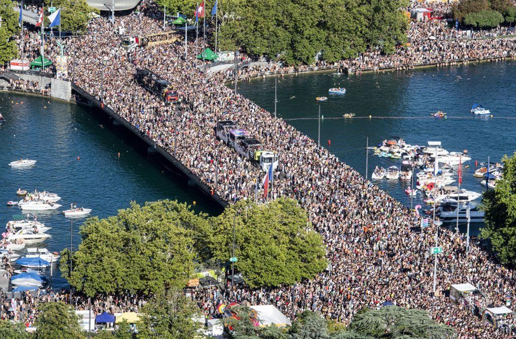 Eine riesige Menschenmenge hat sich am Samstag durch Zürich gewälzt Foto: KEYSTONE
