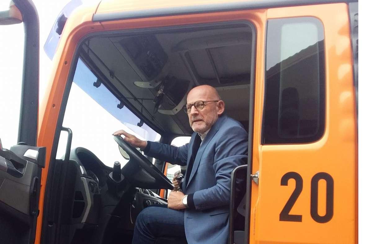 Minister Hermann beim Besuch der Autobahnmeisterei Ludwigsburg. Foto: Christoph Link/Ch. Link