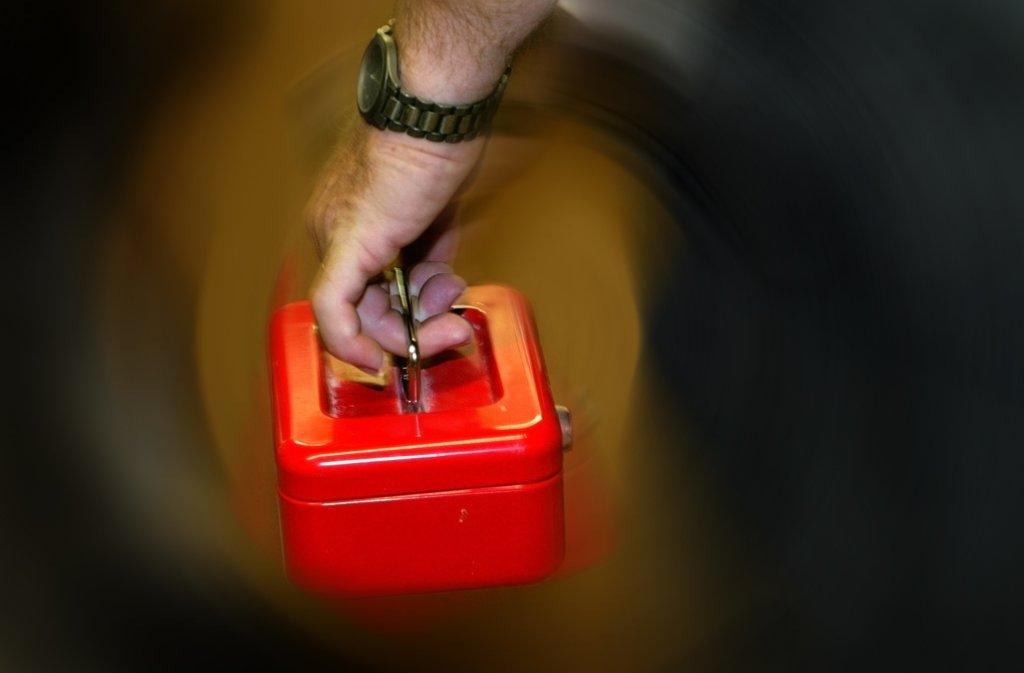 Der Einbrecher lies eine Geldkasette mitgehen. Foto: dpa