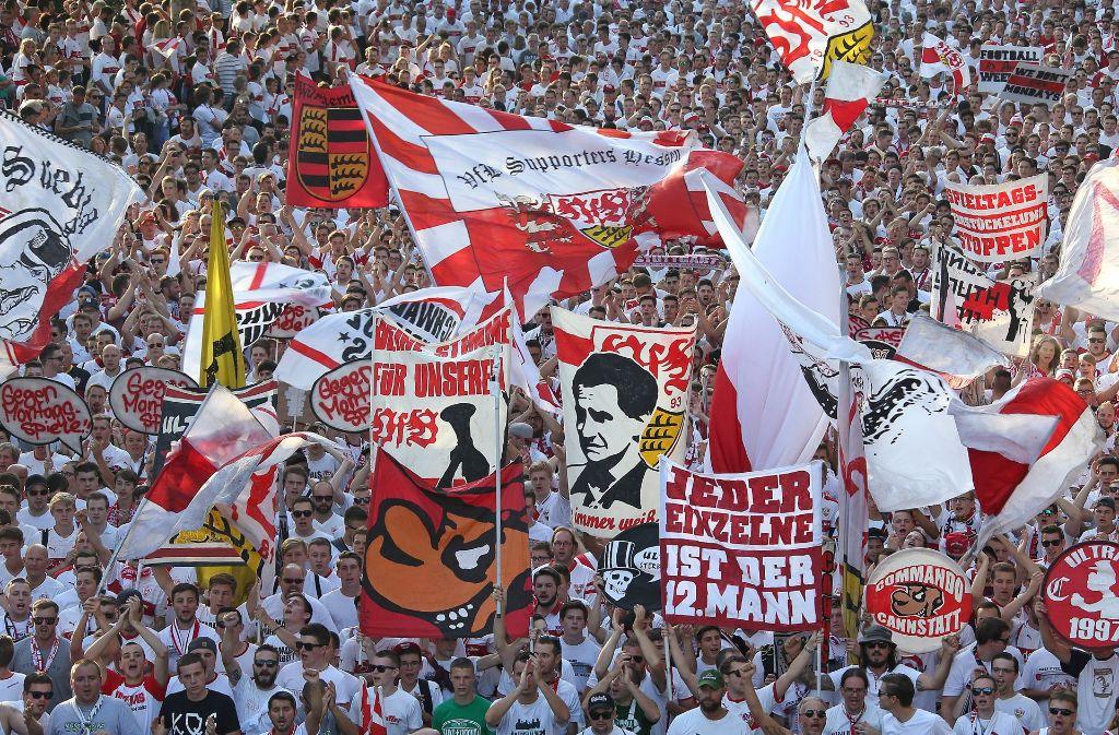 Die VfB-Fans sollen ganz in Weiß ihr Team bei Hannover 96 unterstützen. (Archivbild) Foto: Pressefoto Baumann