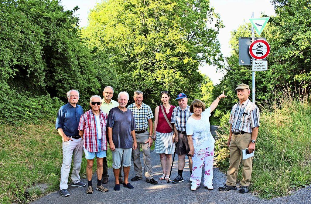 """""""Landwirtschaftlicher Verkehr frei"""" steht auf dem Schild am Anfang des Hohlweges Richtung Rohracker. Dennoch sind  dort jede Menge Autos unterwegs. Foto: Caroline Holowiecki"""