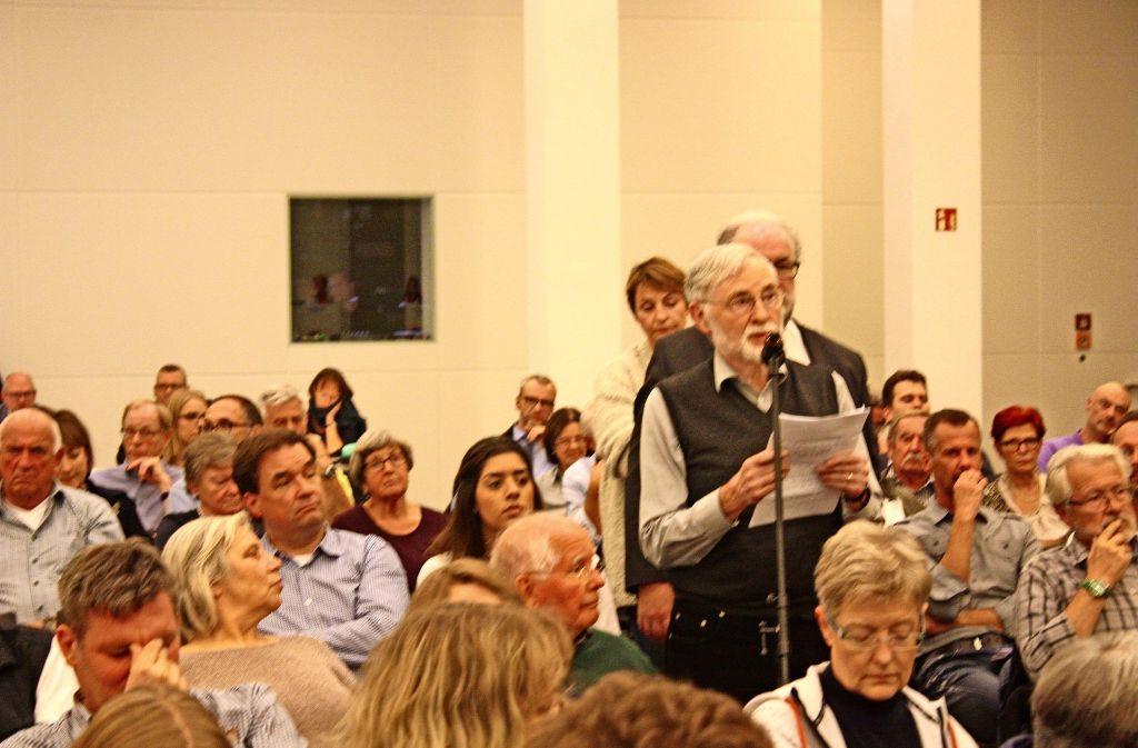 Die Bürger haben bei der Versammlung kritische Fragen gestellt. Foto: Christoph Kutzer