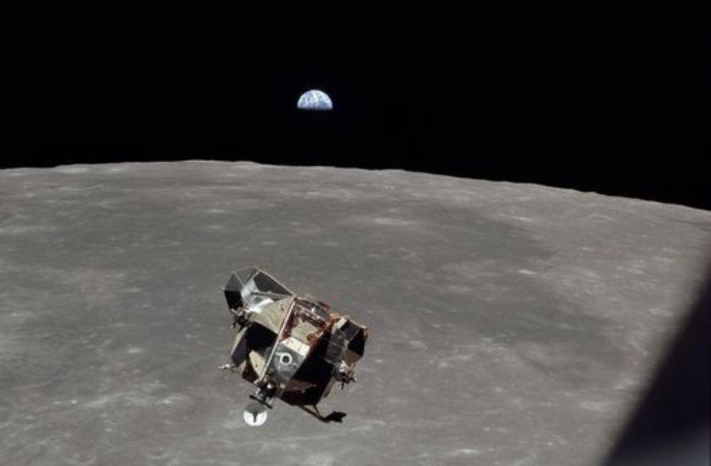 Bei der Apollo-11-Mission zum Mond im Jahr 1969 waren mehrere Kameras von Hasselblad dabei. Klicken Sie sich durch unsere Bildergalerie und sehen Sie atemberaubende Aufnahmen.  Foto: shutterstock/EverettHistorical