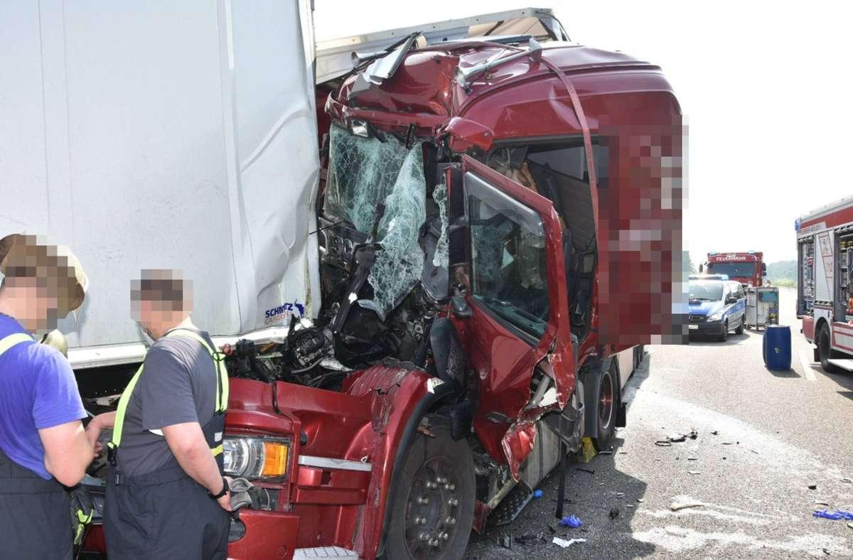 Der 47-jährige Lkw-Fahrer kam bei dem Unfall auf der A6 ums Leben. Foto: 7aktuell.de/ Friedrich/7aktuell.de   Friedrich