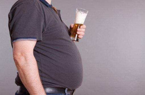 Frauen trinken sich schneller einen Bierbauch an