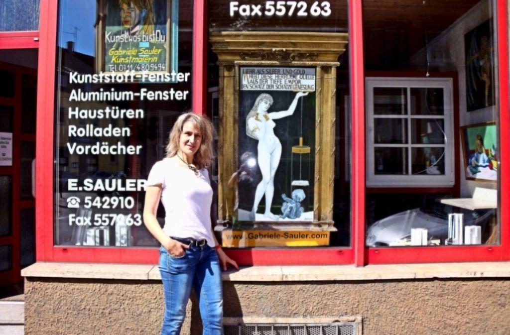 Die Wassergöttin hat das Mineralbad Berg verlassen und ist nun im Schaufenster an der Brückenstraße 41 zu bewundern. Foto: privat