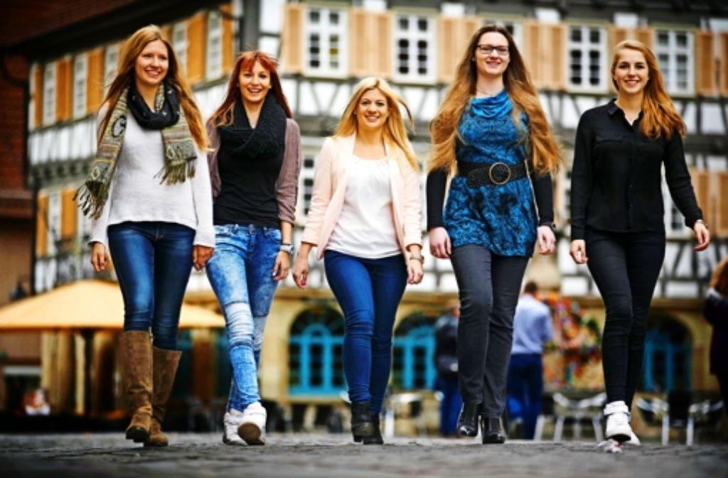 Fünf charmante junge Frauen stellen sich der Wahl. Foto: Gottfried Stoppel