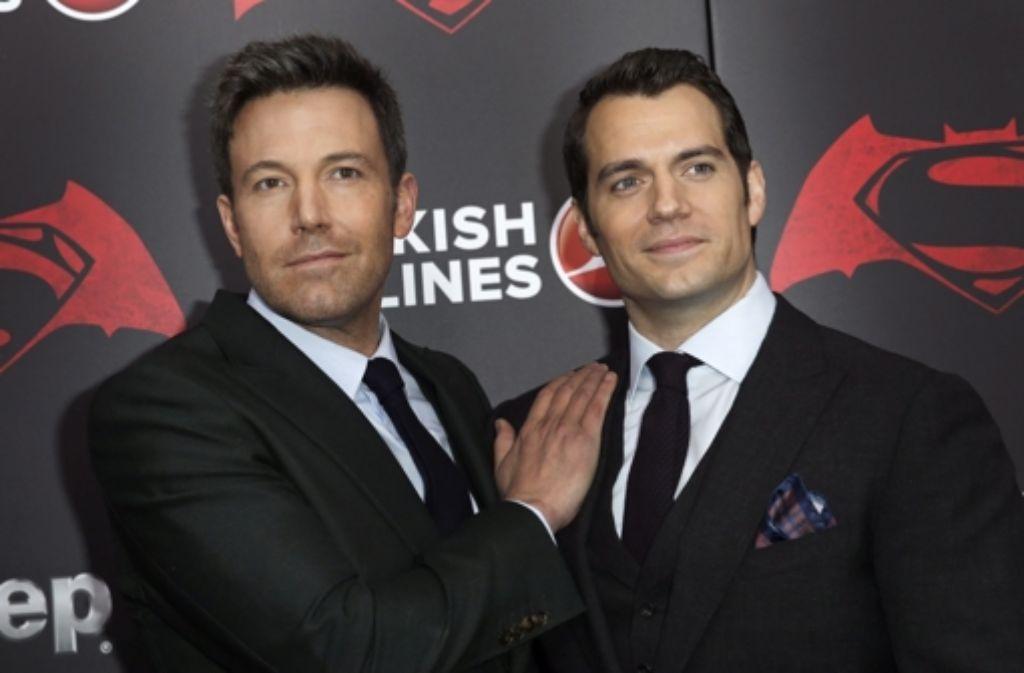 Die beiden Hauptdarsteller Ben Affleck (links) als Batman und Henry Cavill als Superman Foto: dpa