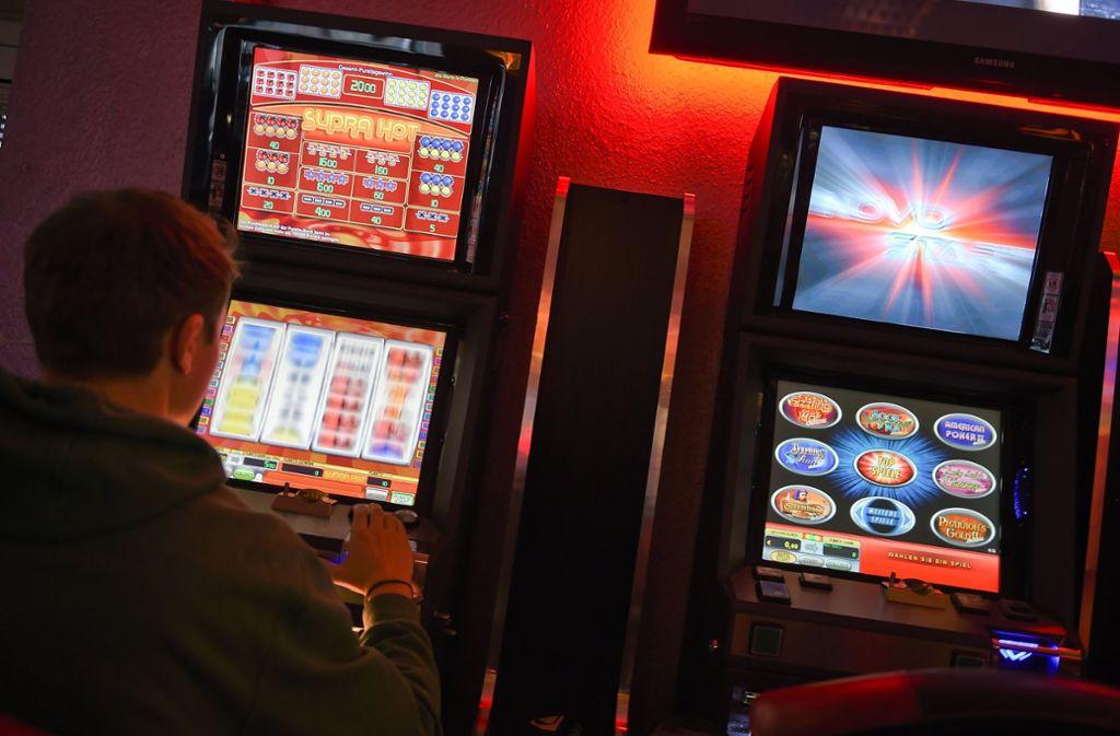 Die Spielsucht   hat schon viele ins Unglück gestürzt. Foto: dpa-Zentralbild
