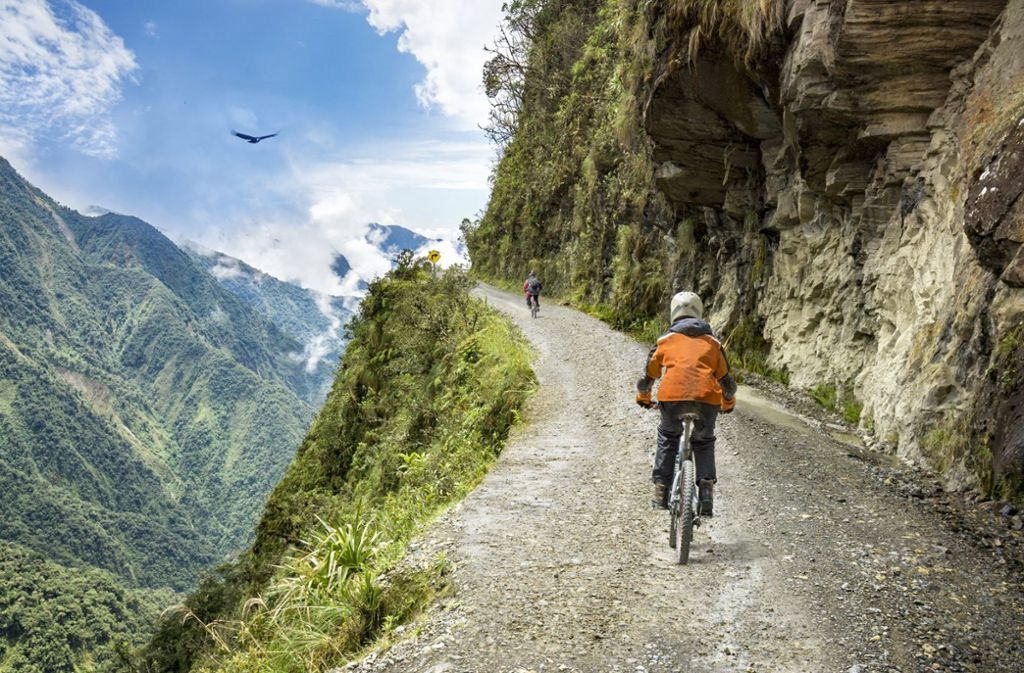 Immer schön auf den Weg schauen. Denn leichtsinnige Fahrweise kann auf dem Camino de la Muerte, dem Weg des Todes in ... Foto: Shutterstock/mezzotint