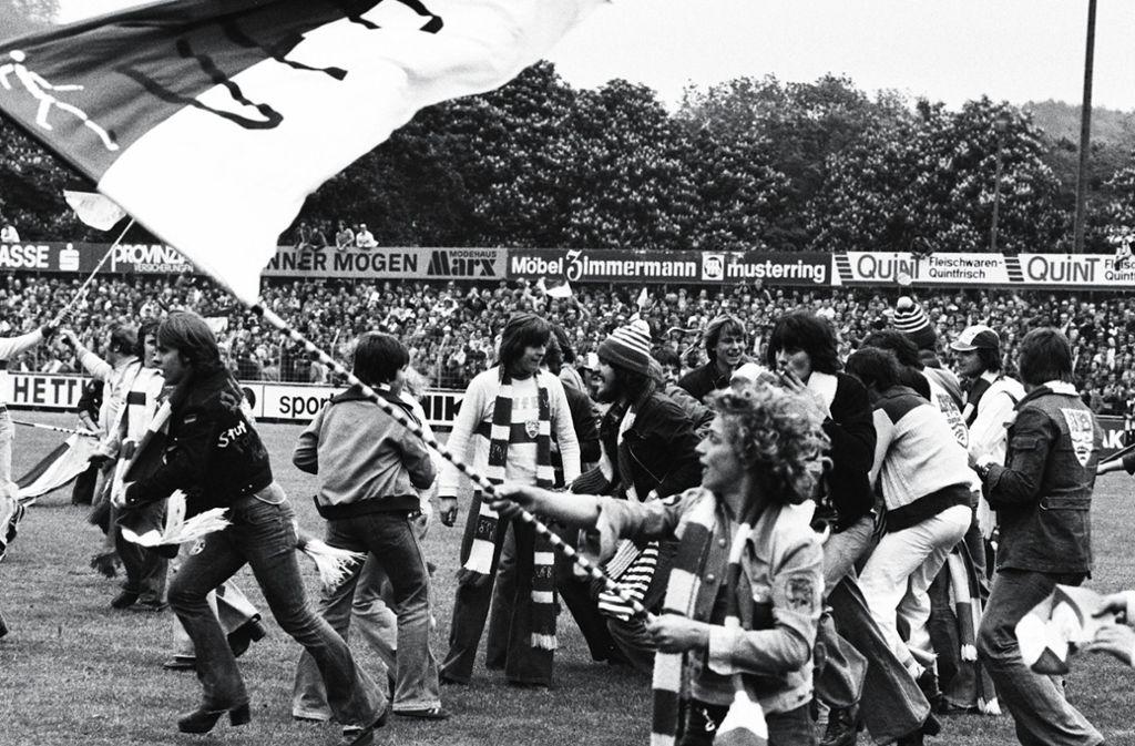 Auch beim Bundesligaaufstieg 1977 in Trier feierte Peter Zimmermann schon mit dem VfB. Foto: Baumann