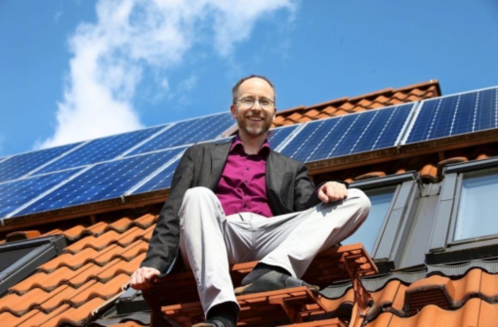Auf dem Weg nach oben: Matthias Gastel vor seiner Fotovoltaik-Anlage. Alle Kandidaten des Wahlkreises Nürtingen zeigen wir in der folgenden Fotostrecke im Überblick . Foto: Horst Rudel