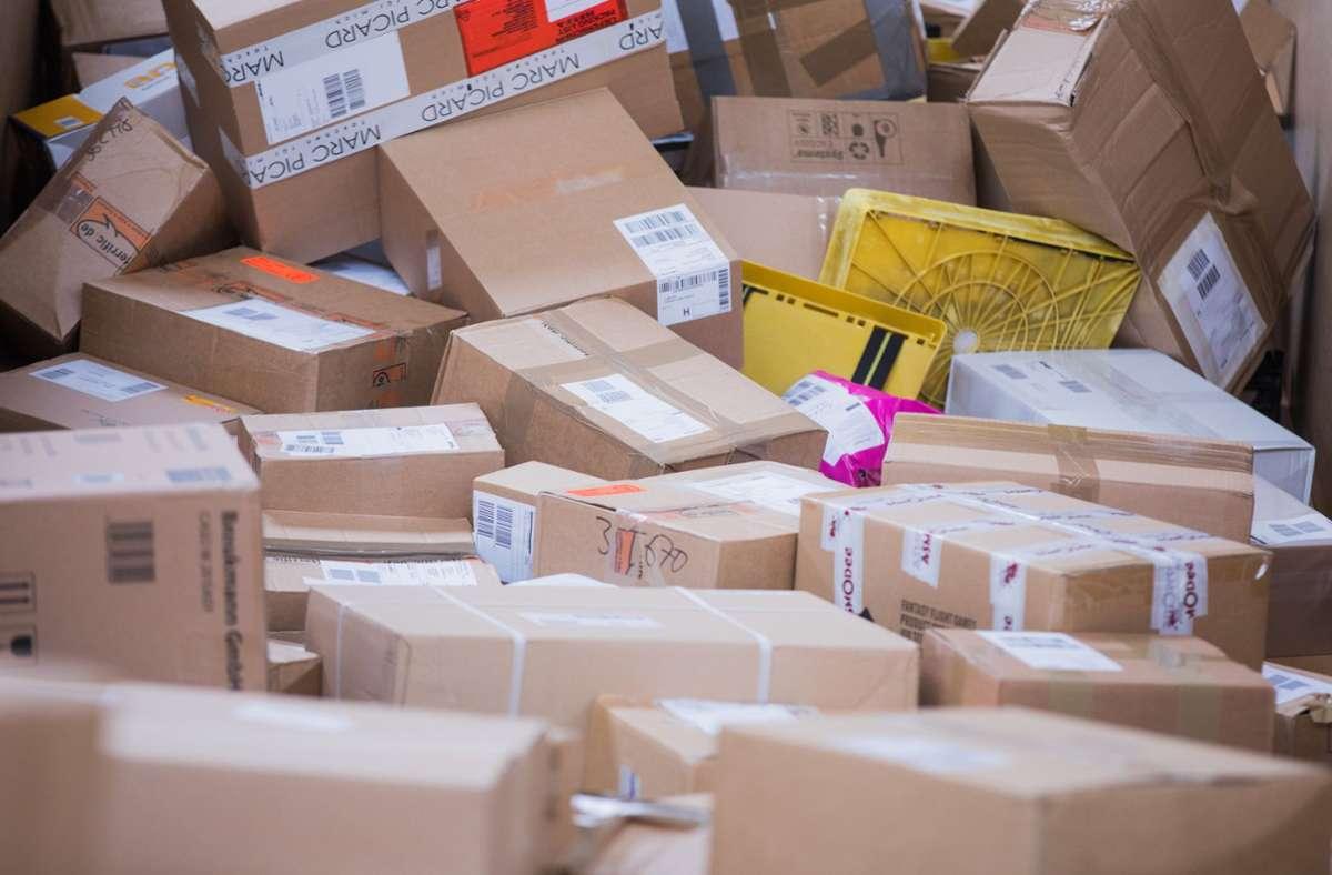 In dem Paket befand sich eine tote Ratte (Symbolbild). Foto: dpa/Rolf Vennenbernd