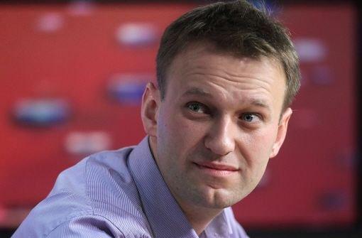 Kremlgegner Nawalny bleibt frei