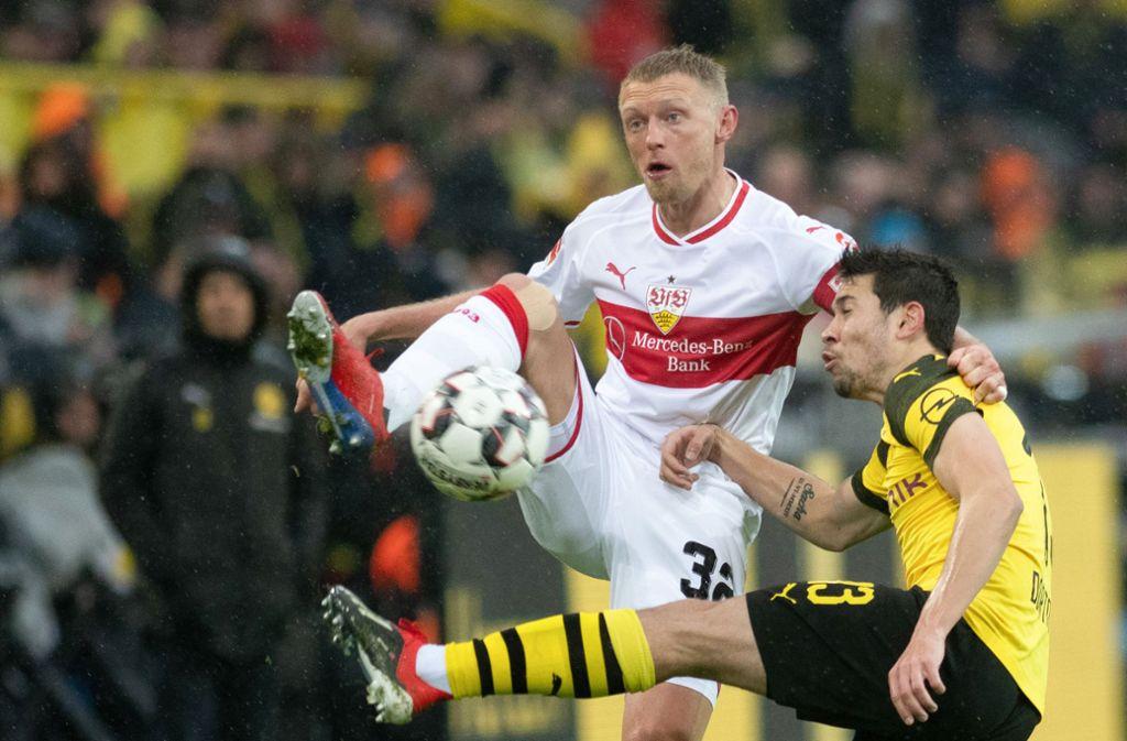 Andreas Beck (links) spielte vergangene Saison noch beim VfB Stuttgart (Archivbild). Foto: picture alliance/dpa