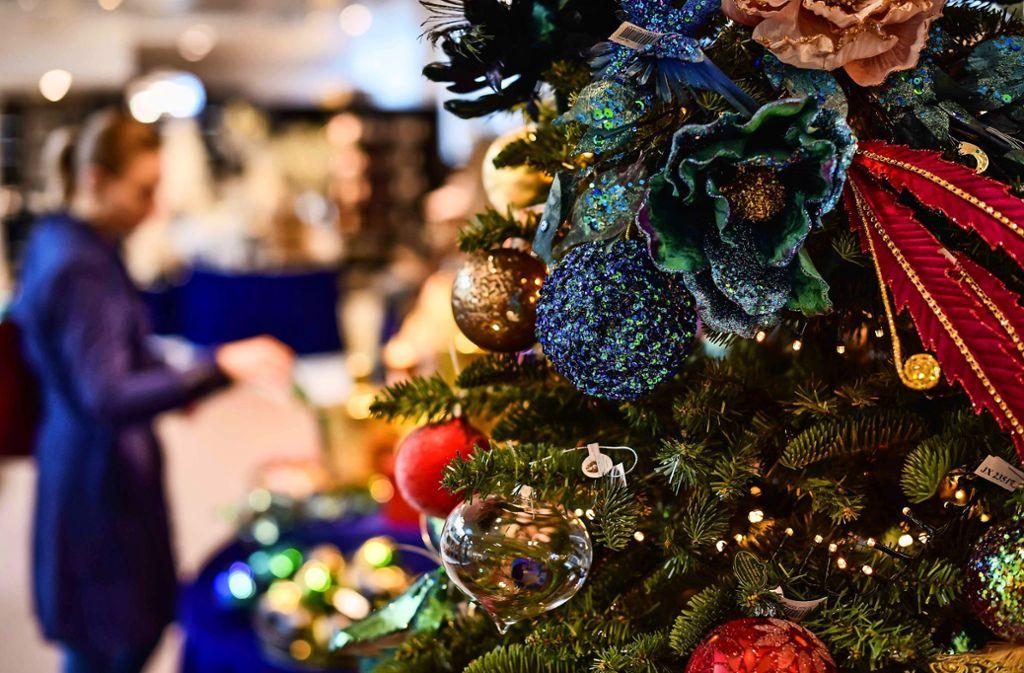 Klimaverträglich Weihnachten feiern: Mit einer echten Tanne,  einer  Plastikvariante  oder einfach ohne Baum? Foto: Lichtgut/Max Kovalenko