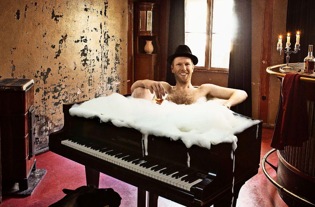 """""""Die Stimme muss im Flügel baden"""", sagt der Jazzpianist Michael Krebs. Foto: Sven Hagolani"""