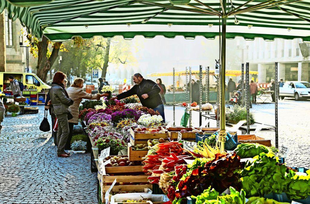 Die Bauern haben ganz verschiedene Wege gefunden, ihre Waren zu verkaufen. Der Wochenmarkt gehört zu den traditionelleren Modellen. Foto: imago stock&people