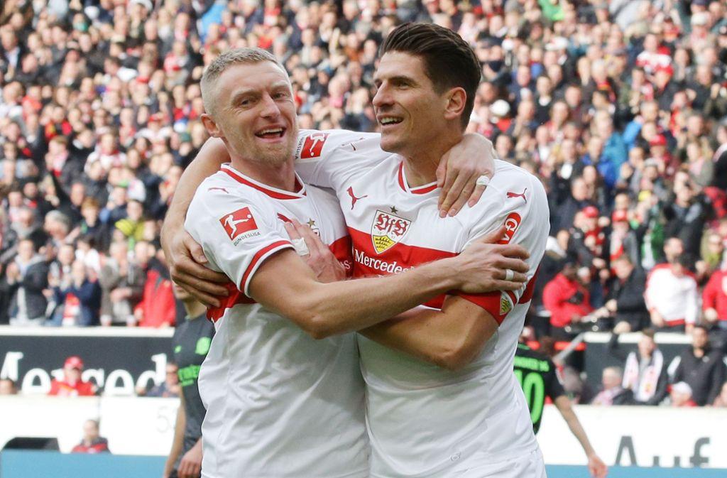 Vorfreude auf das Hoffenheim-Spiel: Andreas Beck hat für die TSG schon gespielt, und Mario Gomez (rechts) gegen sie getroffen. Foto: Baumann