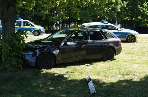 Zeuge schlägt Scheibe ein und rettet Schwerverletzten aus Auto