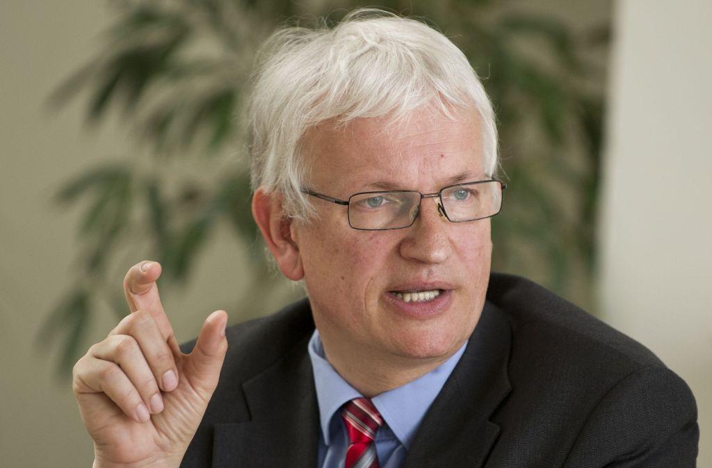 Jürgen Resch, der Geschäftsführer der Deutschen Umwelthilfe, wirft Daimler irreführende Werbung bei einem Modell der C-Klasse von Mercedes-Benz vor. Foto: dpa