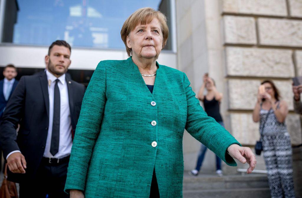 Bundeskanzlerin Angela Merkel verlässt den Reichstag Foto: dpa