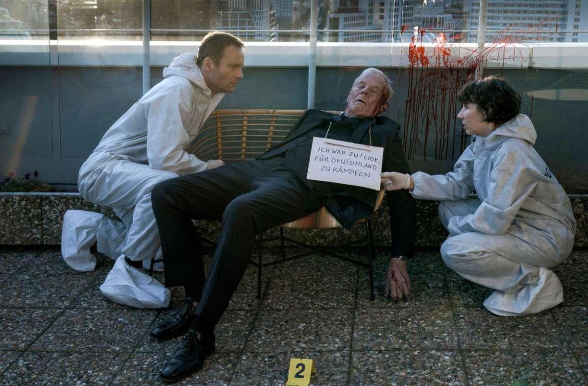 Rubin (Meret Becker) und Karow (Mark Waschke) vermuten: Klaus Keller (Rolf Becker) wurde von Nazis ermordet. Foto: rbb/Stefan Erhard