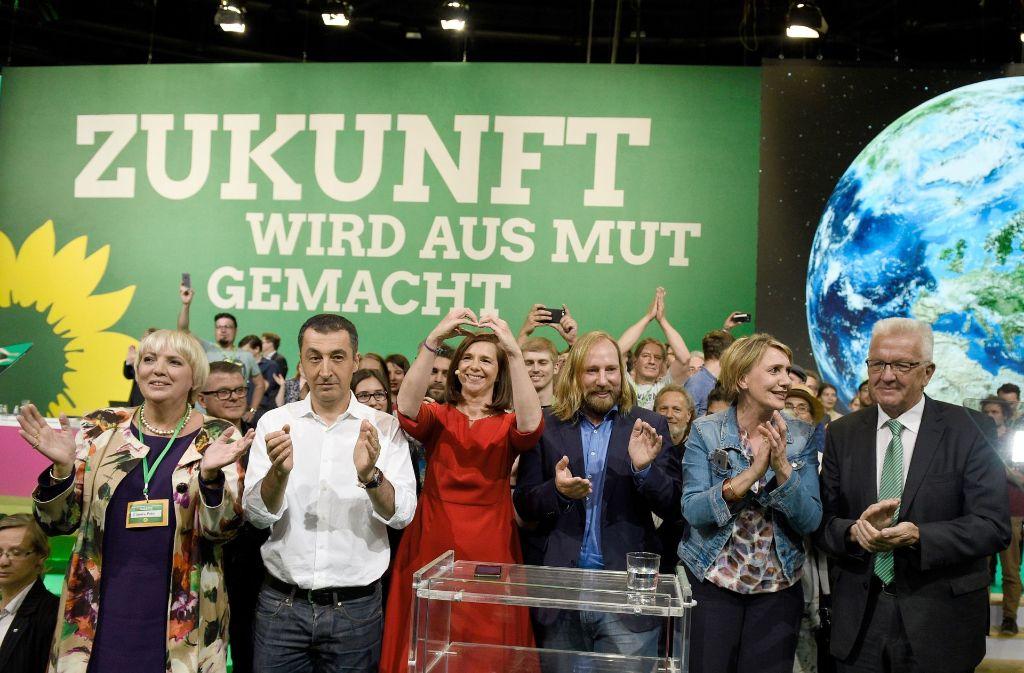 Die Parteispitze der Grünen strahlt beim Bundesparteitag in Berlin Zuversicht aus. Foto: dpa