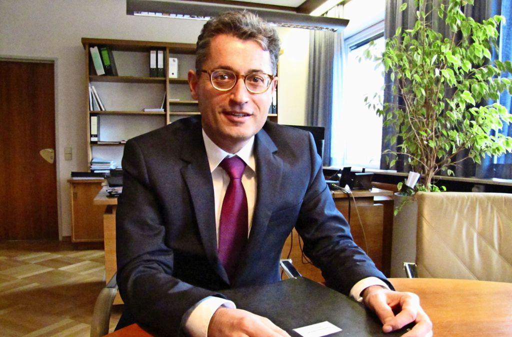 Michael Lutz, der Bürgermeister von Waldenbuch, hält nichts davon, wenn Themen in Hinterzimmern ausgeklüngelt werden. Foto: Claudia Barner