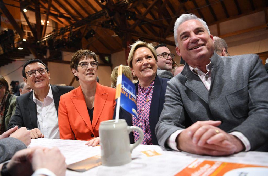 Beim politischen Aschermittwoch in Fellbach sind Wolfgang Reinhart, Annegret Kramp-Karrenbauer, Susanne Eisenmann und Thomas  Strobl  aufeinander getroffen. Foto: dpa/Marijan Murat